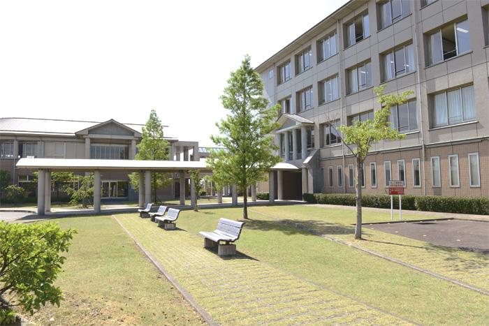 愛知文教大学